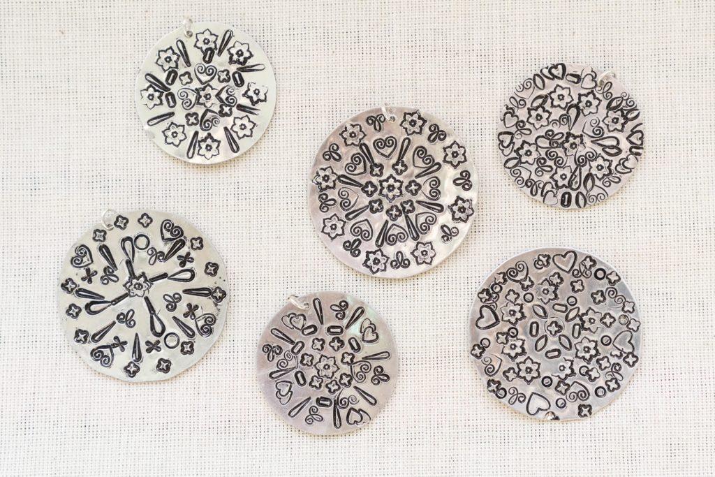 Manadla pendants